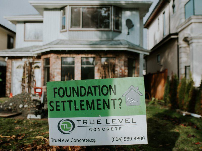 Foundation settlement sign